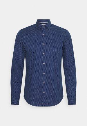 Calvin Klein Tailored STRUCTURE SLIM - Koszula biznesowa - light blue/jasnoniebieski Odzież Męska UTVJ