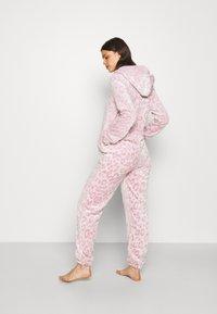 Loungeable - LEOPARD LUXURY - Pyjamas - pink - 2