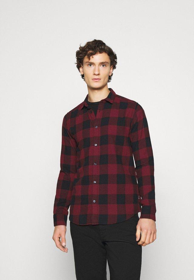 ONSGUDMUND CHECKED - Skjorte - cabernet