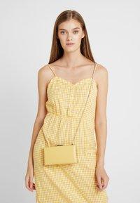 PARFOIS - Clutch - yellow - 1