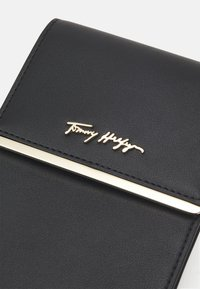 Tommy Hilfiger - MODERN PHONE BAG - Phone case - black - 3