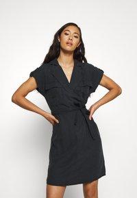 Noisy May - NMVERA ENDI DRESS - Skjortekjole - black - 0