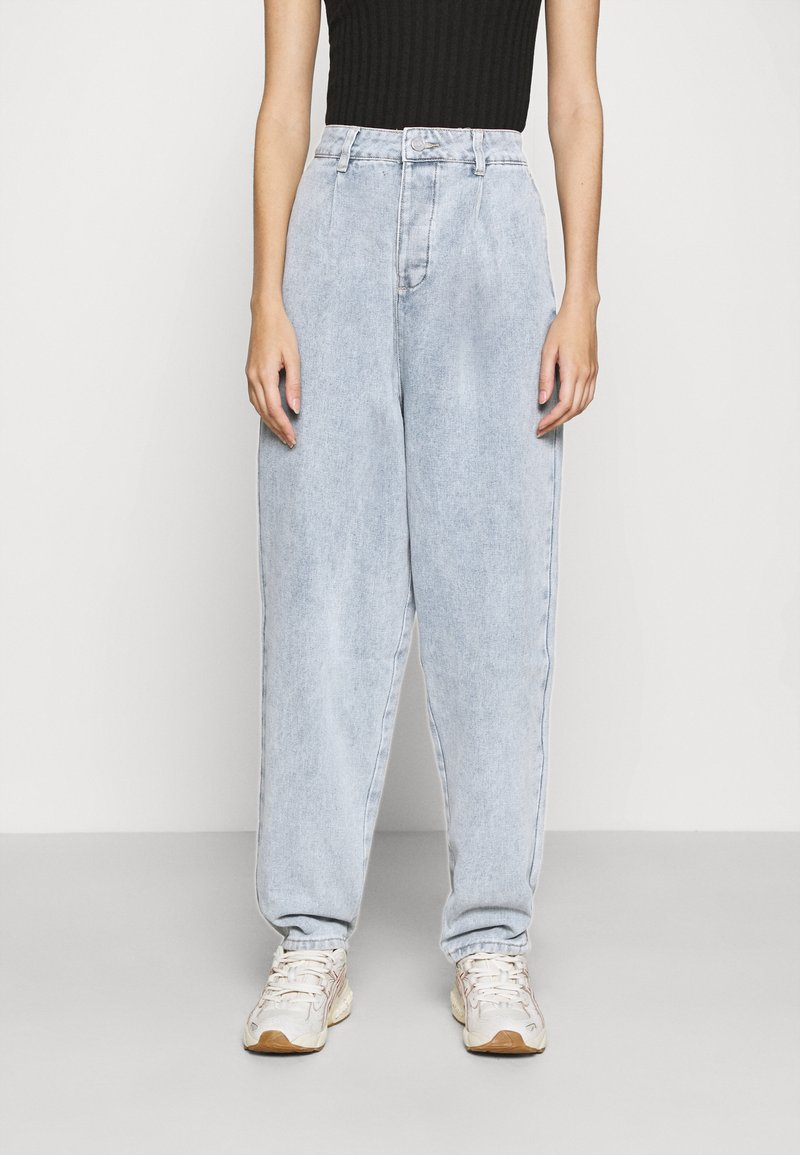 Missguided - HIGHWAISTED PLEAT FRONT SLOUCH - Relaxed fit jeans - light blue