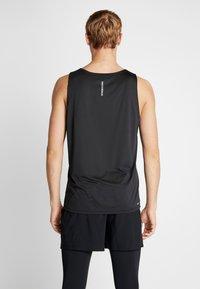 New Balance - PRINTED ACCELERATE SINGLET - Camiseta de deporte - black/white - 2
