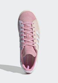 adidas Originals - CAMPUS 80S - Sneakersy niskie - pink tint/ftwr white/purple tint - 3