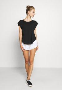 Cotton On Body - ACTIVE SCOOP HEM - Camiseta de deporte - black - 1
