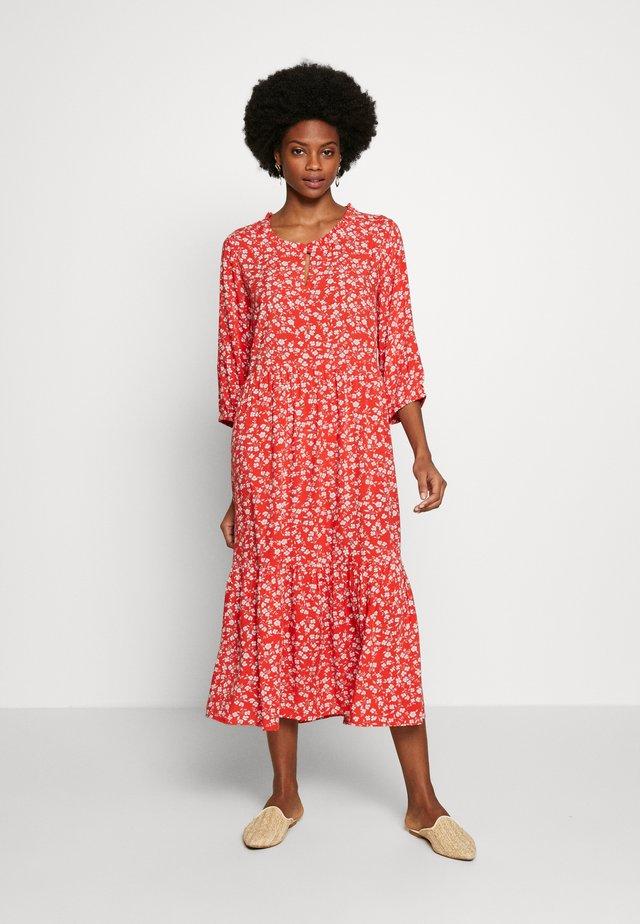 DAISYCR FLOUNCE DRESS - Korte jurk - aurora red