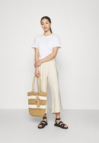 Even&Odd - Cropped wide leg trouser - Trousers - off white - 1