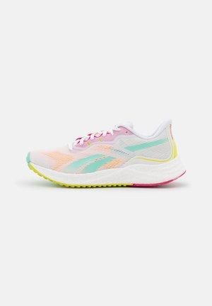 FLOATRIDE ENERGY 3.0 - Scarpe running neutre - footwear white/pixel mint