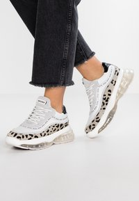 Bronx - BUBBLY - Sneakers laag - white/black - 0