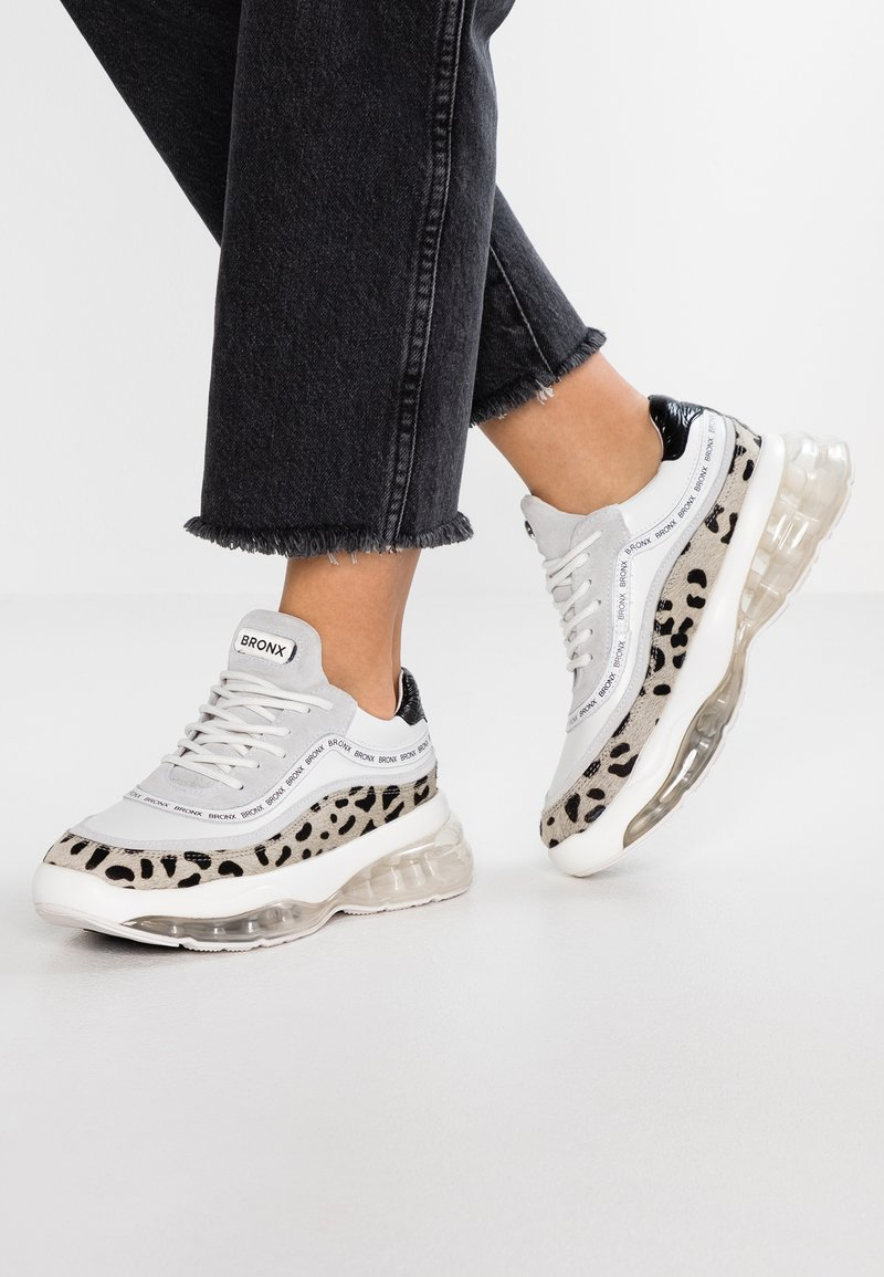 Bronx - BUBBLY - Sneakers laag - white/black