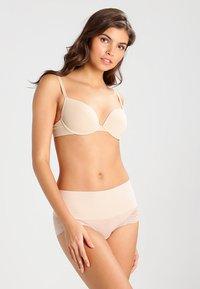 Spanx - HI-HIPSTER - Intimo modellante - soft nude - 1