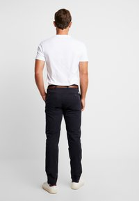 Dstrezzed - PRESLEY PANTS WITH BELT - Chinos - navy - 2