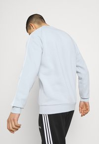 adidas Originals - STRIPES CREW UNISEX - T-shirts print - halo blue - 3