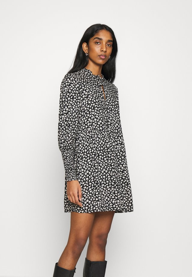 DITSY SHIRRED SMOCK DRESS - Sukienka letnia - black / white