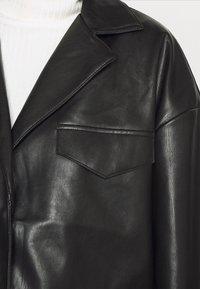 NA-KD - PATCH POCKET JACKET - Faux leather jacket - black - 4