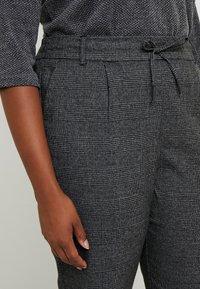 ONLY Carmakoma - Trousers - black/checks - 3