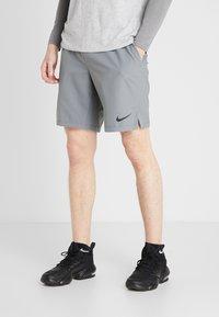 Nike Performance - FLEX VENT MAX SHORT - Pantalón corto de deporte - smoke grey/black - 0