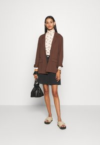 Pieces - PCNALA PRINT TURTLE NECK - Long sleeved top - nude/brown - 1