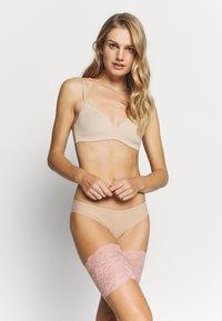 MAGIC Bodyfashion - BE SWEET TO YOUR LEGS - Calcetines por encima de la rodilla - blush pink - 1