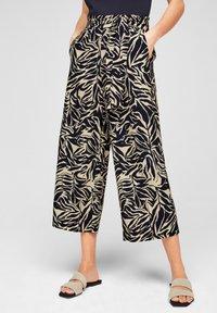s.Oliver BLACK LABEL - Trousers - light beige aop - 3