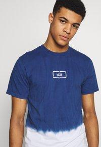 Vans - DIP DYED  - Print T-shirt - sodalite blue - 4