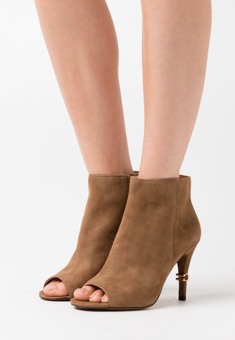 Coach - REMI - High heeled ankle boots - coconut