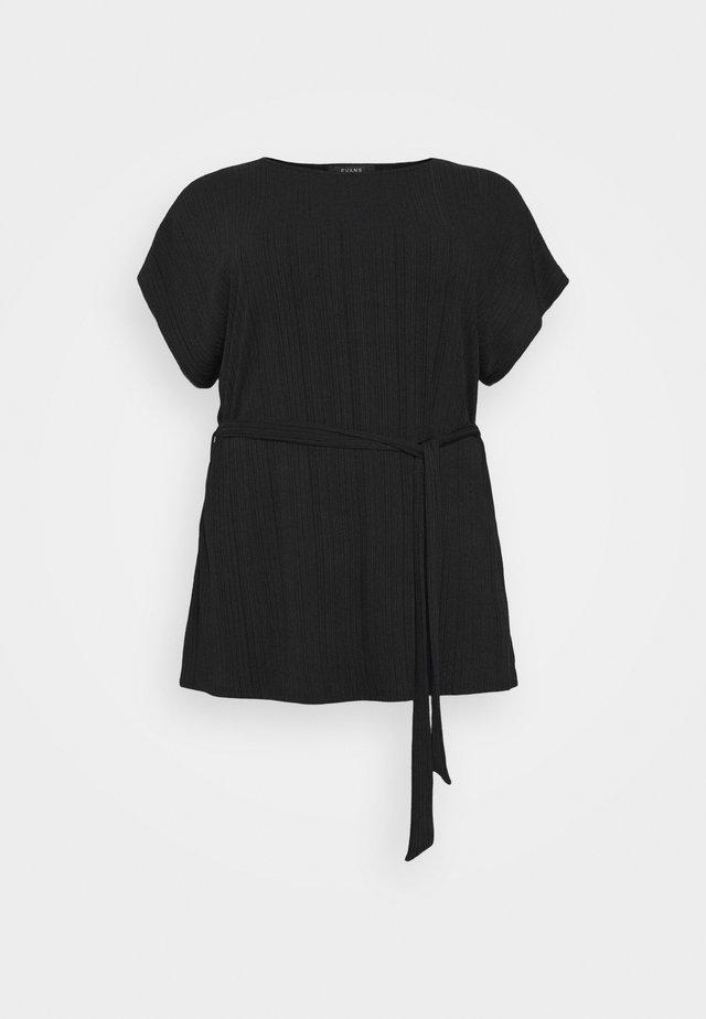 BELTED  - T-shirt print - black