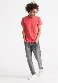 Superdry - VINTAGE CREW - T-shirt basic - maldive pink space dye - 1