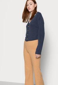 Fashion Union Tall - FENNEL TROUSER - Pantalones - beige - 3