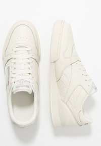 Reebok Classic - PHASE 1 PRO SOFT SUEDE RETRO SHOES - Trainers - chalk/paperwhite/shadow - 1