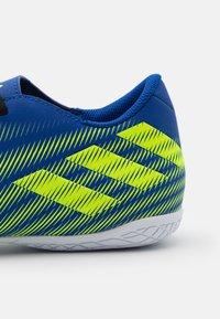 adidas Performance - NEMEZIZ .4 IN - Indoor football boots - royal blue/solar yellow/footwear white - 5