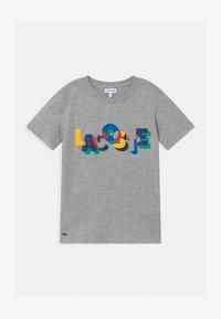 Lacoste - T-shirt imprimé - argent/multicolor - 0