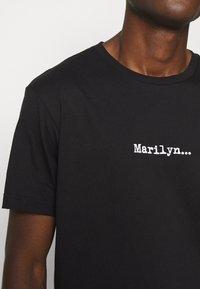 N°21 - Print T-shirt - black - 10