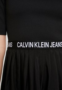 Calvin Klein Jeans - PLEATED DRESS - Jerseyklänning - black