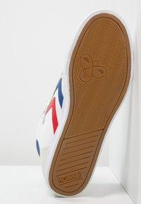 Hummel - SLIMMER STADIL - Sneakers hoog - white/blue/red - 4