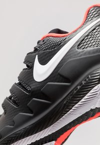 Nike Performance - AIR ZOOM VAPOR X - All court tennisskor - black/white/bright crimson - 5
