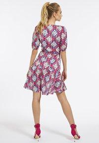 Guess - Korte jurk - mehrfarbe rose - 1