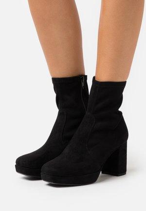 MAHALI - Kotníková obuv na vysokém podpatku - black