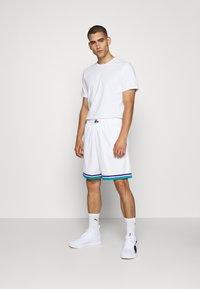 Mitchell & Ness - SWINGMAN SHORTS 1992-93 HORNETS - Sports shorts - white/teal - 1