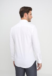 Selected Homme - SLHSLIMBROOKLYN - Camicia elegante - bright white - 2