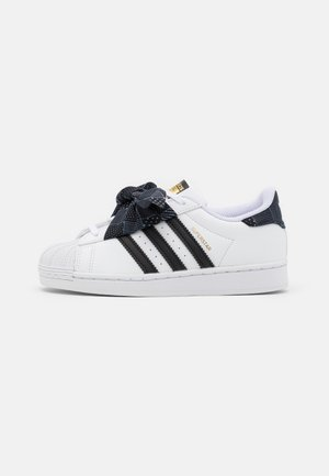 SUPERSTAR UNISEX - Sneakers laag - footwear white/core black/gold metallic