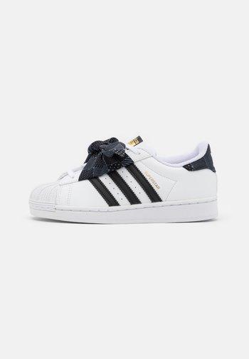 SUPERSTAR UNISEX - Trainers - footwear white/core black/gold metallic
