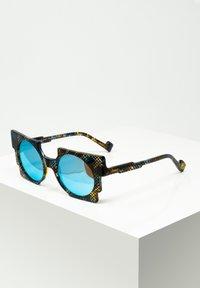 Zoobug - SONNENBRILLE PIXEL FÜR KINDER - Sunglasses - blu/brwn - 0