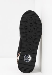 MICHAEL Michael Kors - BILLIE TRAINER - Sneakers laag - black/gun - 6