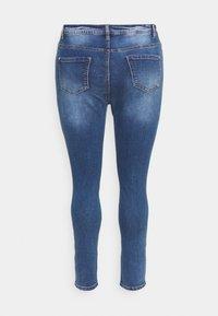 Missguided Plus - SINNER KNEE DISTRESS - Jeans Skinny Fit - blue - 1