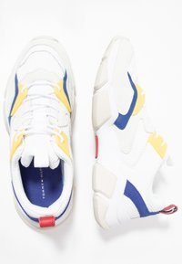 Tommy Hilfiger - CHUNKY TRAINER - Sneakers - white - 1