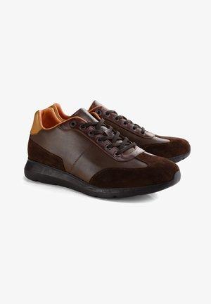 HENRY ST. - Sneakers laag - brown