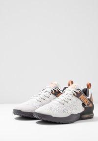 Nike Performance - ZOOM DOMINATION TR 2 - Sports shoes - platinum tint/metallic copper/thunder grey/off noir - 2