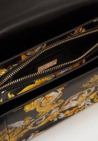 Versace Jeans Couture - SHOULDER BAG - Borsa a mano - black - 2